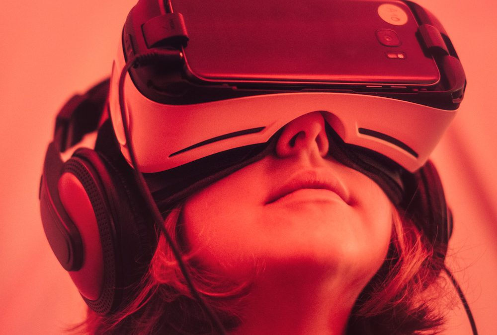 HOW VIRTUAL REALITY IS BRINGING CHANGE IN DIFFERENT INDUSTRIES
